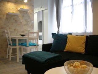 Kiraly-Gozsdu-Deak Duplex-style  33sqm+7sqm Galery
