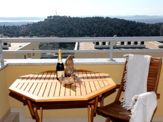 Apartment Jamnjak - One Bedroom Apartment with Balcony and Sea View, Sibenik