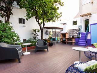 Refurbished, central 155m2 flat w/ private patio!