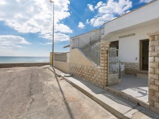 810 Seafront House 10 meters from the Beach of Torre Lapillo