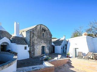 Villaggio Medievale – complex of Apulian trulli with private pool