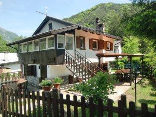 Casa Carla villetta indipendente con giardino privato vicino al lago