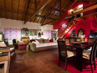Stunning 3BR private Villa in historical village, Alcobaça