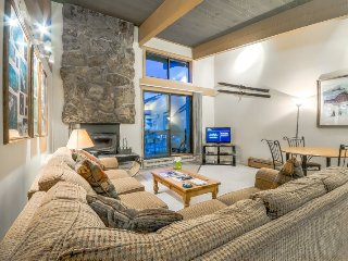 Top Floor, Vaulted Ceilings, Ski In/Ski Out Storm Meadows Club Condo