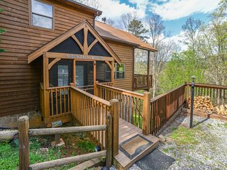 Dog-friendly mountain view cabin w/ pool table & private hot tub, Sevierville