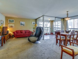 Spacious metropolitan apartment with city views & great location!