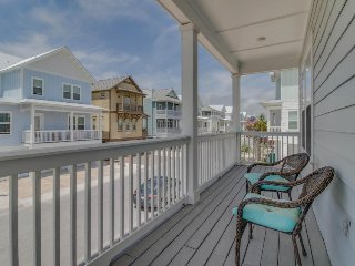 Lovely home w/ ocean views, shared hot tub/pool, beach - snowbirds welcome!