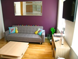 Majestic Mews Apartment. Super Central. Sleeps 2 to 8 Guests. Free wifi