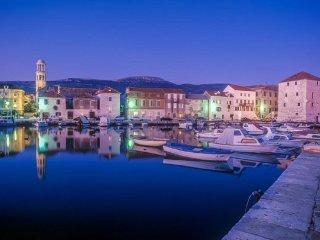VILLA OLEA-Spacious Holiday home near Split for 8