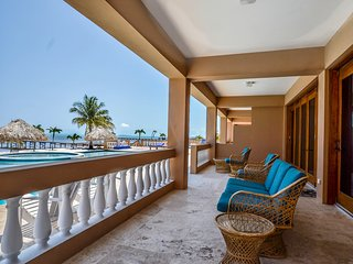 Gorgeous Beachfront 3 BR / 3 BA condo - Hol Chan Reef Villas - 1st floor (1D)