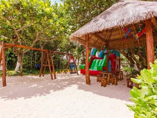 Amazing Beachfront Room, sleep 4 (1032), Cancun