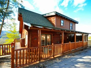 Perfect Smokies Getaway - Mountain Views!  Hot Tub - Game Room & Arcade - Season