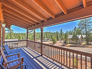 4BR Show Low Cabin - Mins From Hiking!