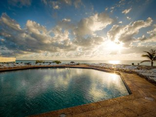 Luxury Beachfront Suite room sleeps 4 (1320), Cancún