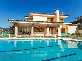 Villa in the center of Calonge with Internet, Parking, Terrace, Garden (561844)