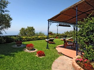 Charming Apartment Near Sorrento Overlooking Gulf of Naples         - Calla