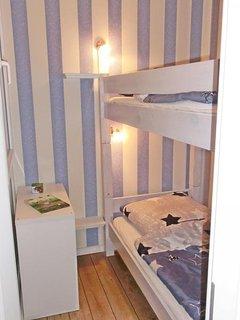 Zweites Schlafzimmer mit Etagenbett (je 90x200cm)