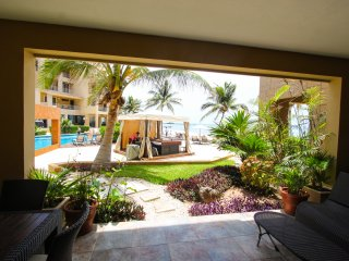 EL FARO R102 - Ocean View Beachfront Condo