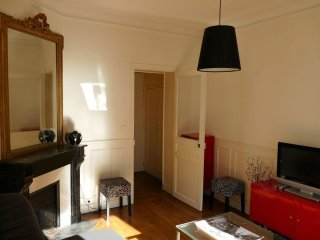 Fleury apartment in 15eme - Seine with WiFi & lift.