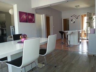 Roberto Apartment, Ploce