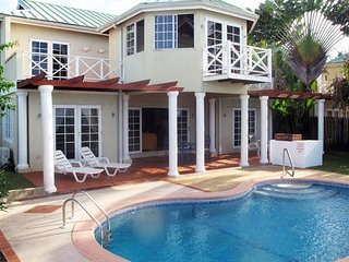 Hibiscus, Holiday Home w/the Caribbean Sea on its Doorstep!