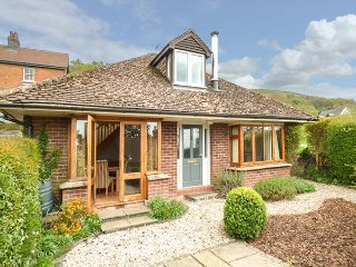 WESTDALE, detached, woodburner, WiFi, gardens, nr Great Malvern, Ref 918839