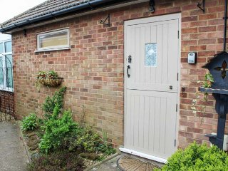 KINGFISHER, ground floor studio apartment, WiFi, in Hunstanton, Ref 954835