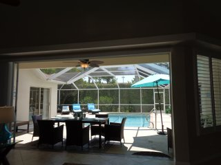 Briarwood - Naples - Beautiful Sunny SW Facing Pool Villa