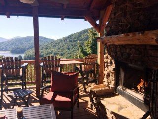 LIGHT`S LAKE OVERLOOK LODGE- 5BR/3BA- LUXURY CABIN WITH BEAUTIFUL MOUNTAIN AND, Blue Ridge