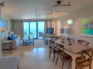 Stay at COASTLINE VIEWS  PRICE INCLUDES 20% off for SEPT/OCT STAYS.