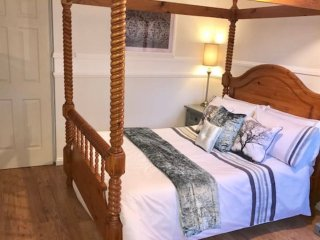Guest Favourite Self Catering Spacious Property 4 Business & Pleasure sleeps 4
