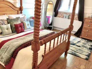 Sleeps Four •Self Catering Spacious • Business & Pleasure & Family