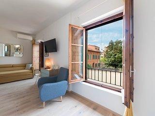 Luminous Loft Style Apartment in Sant'Ambrogio