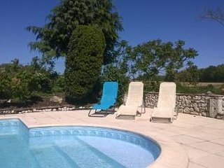 Beautiful French farmhouse and barn conversion with large pool near Eymet