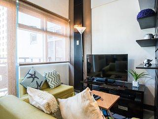 1 Bedroom Balcony Loft Near Greenbelt Makati (L5)