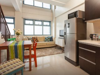 Beautiful 1 BR in the heart of Makati (L8)