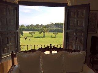 Apartamento de 2 dormitorios en Pueblo Chirimoyo con vistas al golf y al mar