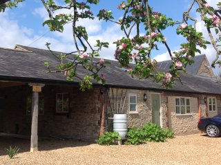 Hollyhock Cottage, Stamford,  fully self contained sleeping up to 8 guests.