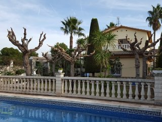 Huge house with the swimming pool!!, Roda de Barà