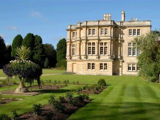 17 Sherborne House, apartment in stunning Manor House in Cotswolds