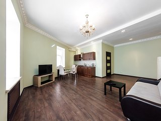 Elegant apartment on Nevsky Prospect near Ploschad' Vosstaniya