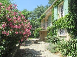 Belle maison de vacances dans les Alpilles pour 8 pers., Fontvieille