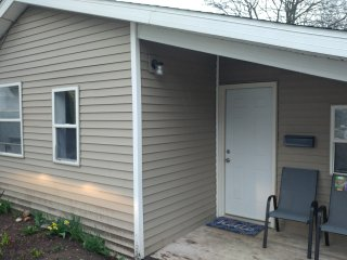 Standalone Cottage Close to Retail and Round Lk