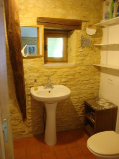 The main bedroom has an ensuite shower, WC and handbasin.