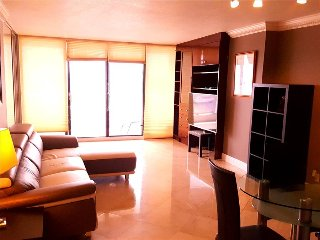4044 1 br penthouse w/ water & city view- FREE PARKING !