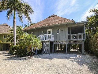Beautiful Sunset Captiva private home. Near beach, pool and shops