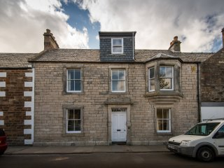 Lovely Town House in the Pretty Holiday village of Elie with 2 mile sandy beach