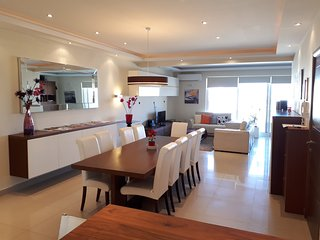 Luxury Seaview 2200sq foot apartment, seaview terrace, Free Wifi, Garage Parking, St. Paul's Bay