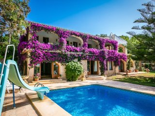 Spacious , Family Villa with Sea View, Big Garden , Private Pool, Wi-FI, Sauna