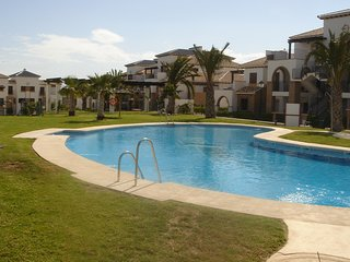 Luxury 2 Bedroom Family Apartment With Indoor & Outdoor Swimming Pool